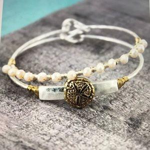 Jewelry - 💕NWT💕 SAND DOLLAR AND CREAM BEAD BANGLE SET